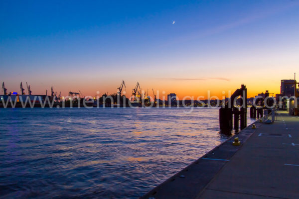 Sonnenuntergang an der Elbe in Hamburg