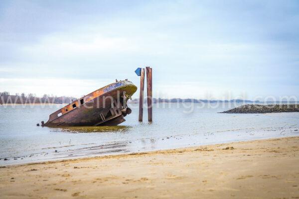 Schiffswrack Elbstrand Uwe Wandbild kaufen
