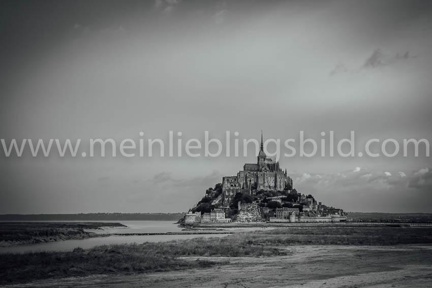 Mont Saint Michel (schwarz-weiß) auf Leinwand, Alu Dibond, Acryl