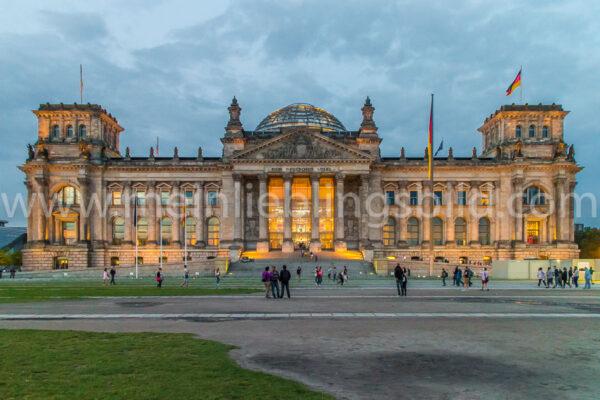 Reichstag Berlin zur blauen Stunde